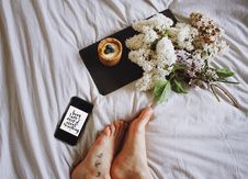 Free Feet Of Person On Bed With Flowers Royalty Free Stock Photos - 95031418