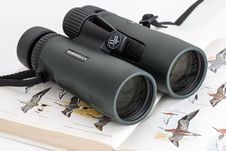 Free Pair Of Binoculars On A Book Royalty Free Stock Photography - 95031497