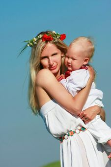 Free Loving Mother And Son In Traditional Clothes Royalty Free Stock Images - 9512309