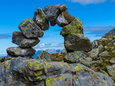 Free Semicircle Of Boulders On A Mountain Top Royalty Free Stock Photos - 95108688