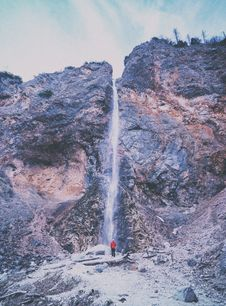 Free Man Looking At Waterfall Royalty Free Stock Photo - 95109145