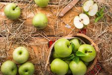 Free Green Apples Royalty Free Stock Photography - 95165837