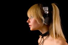 Free Young Girl With Headphones Stock Photography - 9521752