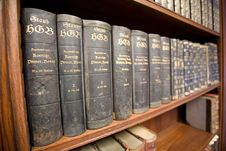 Free Old Books On The Shelf Stock Photo - 9526390
