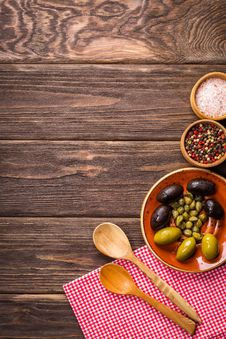 Free Fruits Eating Food On Wood Royalty Free Stock Photos - 95271528