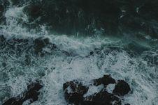 Free Sea Waves Splashing Against Rocks Royalty Free Stock Images - 95271699