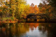 Free Covered Bridge Over River In Autumn Royalty Free Stock Photography - 95271727