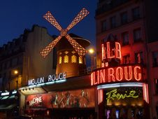 Free Moulin Rouge Neon Light Sign On Concrete Building Royalty Free Stock Photography - 95271937