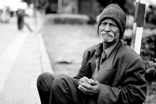 Free Homeless Man Sat In Street Stock Photography - 95272312