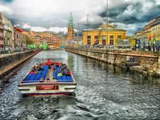Free Waterway, Canal, Body Of Water, Water Transportation Royalty Free Stock Photos - 95283738