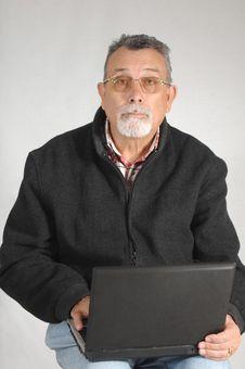 Free Senior With Laptop Computer Royalty Free Stock Photos - 9531608