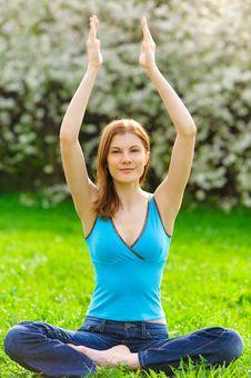 Free Beautiful Woman Meditating Outdoors Stock Photos - 9536903