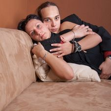 Free Lovers On The Couch Royalty Free Stock Photography - 9538917