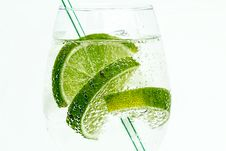 Free Glass With Clear Liquid And Limes Royalty Free Stock Photo - 95317915