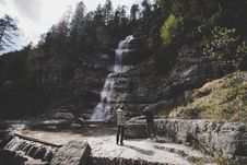 Free Hikers By Waterfall In Forest Royalty Free Stock Images - 95317939