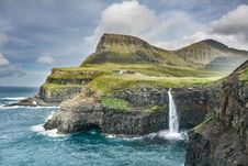 Free Waterfall Down A Cliff At The Seaside Royalty Free Stock Images - 95318049