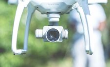 Free Flying Phantom White Drone With Camera Stock Images - 95354734