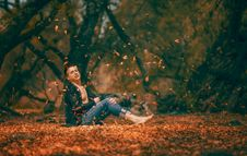 Free Man In Autumn Leaves Royalty Free Stock Photo - 95354855