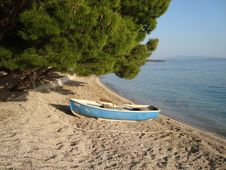 Free Old Boat On The Beach Royalty Free Stock Images - 9540419