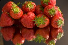 Free Strawberry Reflection Royalty Free Stock Images - 9542279