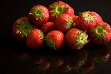Free Reflected Strawberries Royalty Free Stock Photos - 9542318
