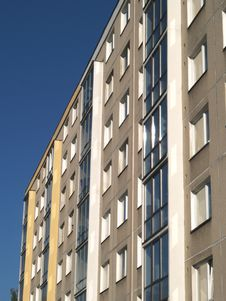 Free House Of Flats Facing Royalty Free Stock Images - 9543199