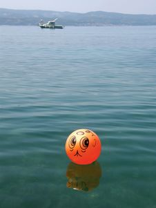 Free Ball Funny And Boat On Sea Stock Photography - 9543682