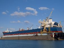 Free Shipyard Royalty Free Stock Photo - 9545275