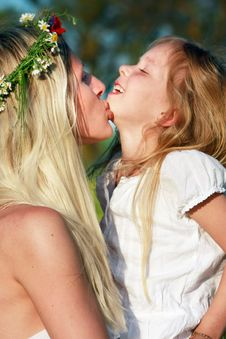 Free Mother And Daughter Royalty Free Stock Photography - 9545987