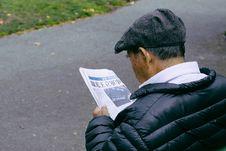 Free Man In Black Bubble Shell Jacket Reading Newspaper Beside Street Royalty Free Stock Photo - 95409375