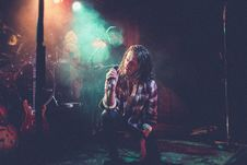 Free Lead Singer On Stage Royalty Free Stock Images - 95409439