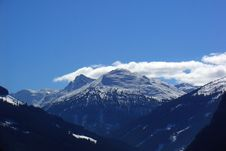 Free Mountain Peaks Covered In Snow Royalty Free Stock Photography - 95409607