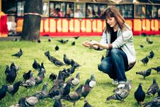 Free Happy Woman With Doves In Park Royalty Free Stock Image - 9552236