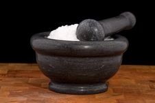 Free Mortar And Pestle With Salt Royalty Free Stock Image - 9557366