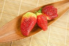 Free Fresh Strawberries In A Dried Coco Leaf Stock Photography - 9559152
