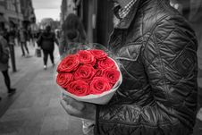 Free Man Holding Red Rose Bouquet Stock Photography - 95536842