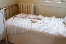 Free White Sleeveless Dress On White Mattress Royalty Free Stock Photography - 95537077