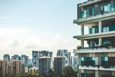 Free Modern Apartment Building In City Royalty Free Stock Images - 95593539