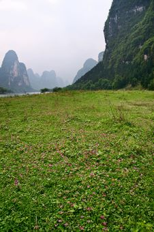Free Li Jiang River And Its Mountains Royalty Free Stock Image - 9563806