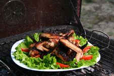 Free Chicken Legs On The Grill With Vegetables Stock Image - 9564191