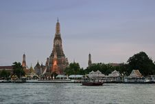 Free Wat Arun At Sunset Royalty Free Stock Image - 9567276