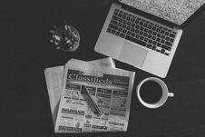 Free Newspaper And Laptop Still Live Stock Photo - 95644130