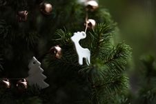 Free Ornaments On Christmas Tree Stock Images - 95644134