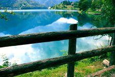 Free Wooden Fence On Lake Coast Royalty Free Stock Photo - 95697605