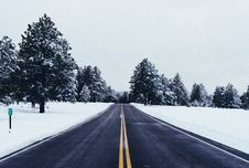 Free Asphalt Road In Snowy Countryside Stock Photography - 95697742