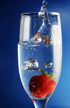 Free The Strawberries In Goblet. Stock Photos - 9575313
