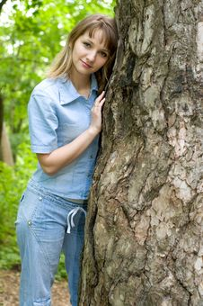 Free Girl And Tree Stock Image - 9577701