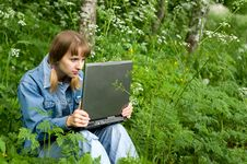 Free Girl And  Laptop Royalty Free Stock Photography - 9577727