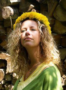 Free Curly Girl With Dandelion Chain Royalty Free Stock Photography - 9579397