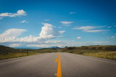 Free Empty Straight Road During Daytime Royalty Free Stock Photos - 95739918